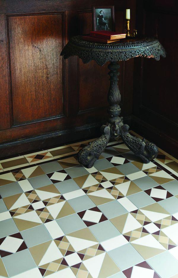 colchester-pattern-with-thackeray-border-in-holkham-dune-regency-bath-white-brown-old-london89179530-B444-0636-06D2-F5507F8C445F.jpg