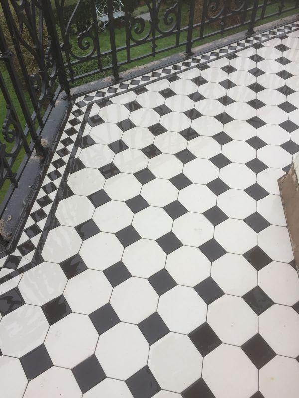 original-style-chesterfield-pattern-in-dover-white-black-with-kingsley-border22296D20-B64E-E733-82D5-B581D94721C7.jpg